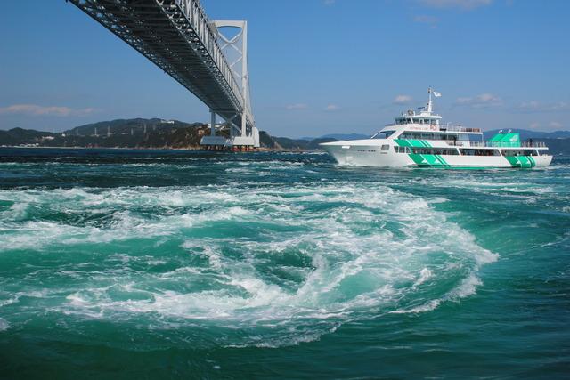 涡之道:(观看世界三大漩涡之一)  鸣门海峡位於鸣门与淡路岛之间